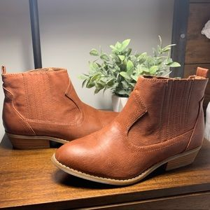 Universal Threads faux leather ankle boot